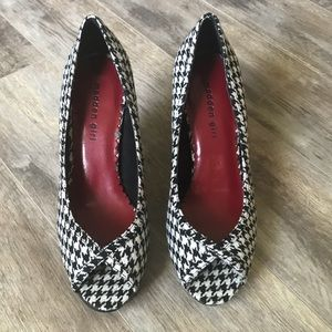 MADDEN GIRL Houndstooth Checkered Pumps
